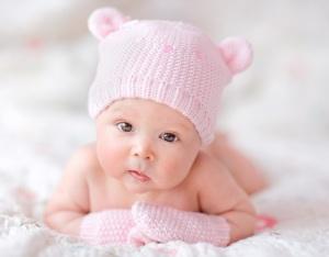 При запоре новорожденного ребенка выкладывают на животик